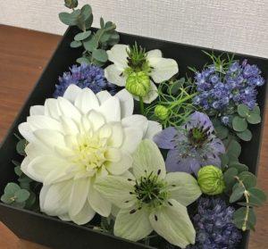 白ブルー花BOX